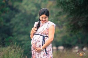 maternity photoshoot elegant pose