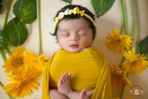 A cute newborn baby photoshoot – Behind the scenes video