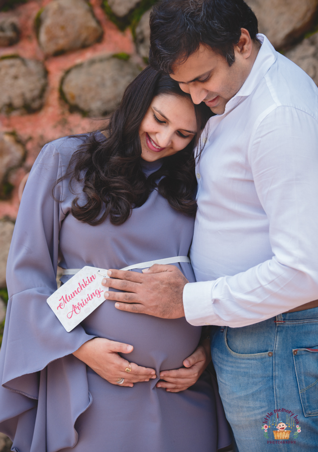 Pregnancy photoshoot poses
