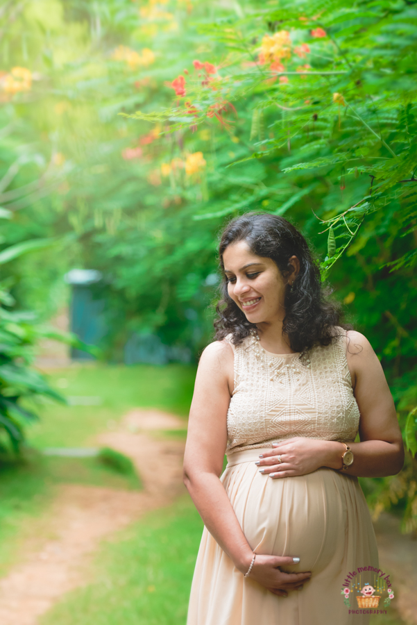 Maternity photographer in Bangalore during shoot